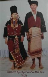 Lhaovo traditional dress 2